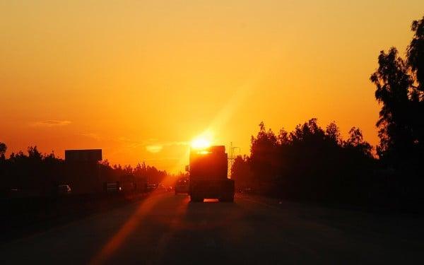 gün batımı ve yol manzarası