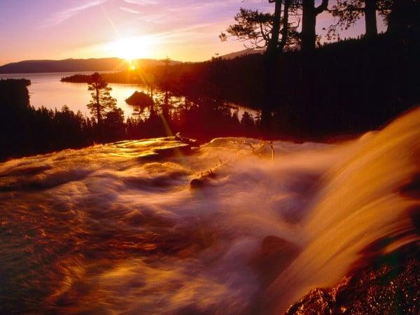 Şelaleli gün batımı