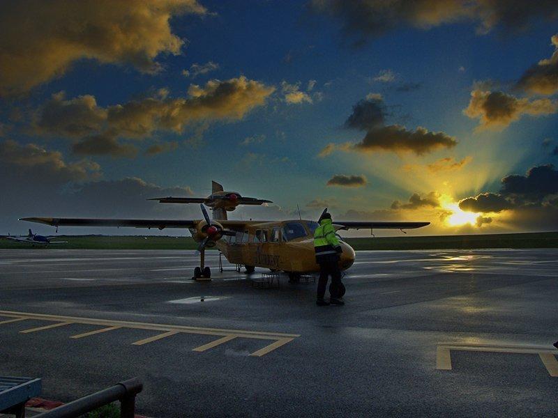 şafakta alderney havaalanı