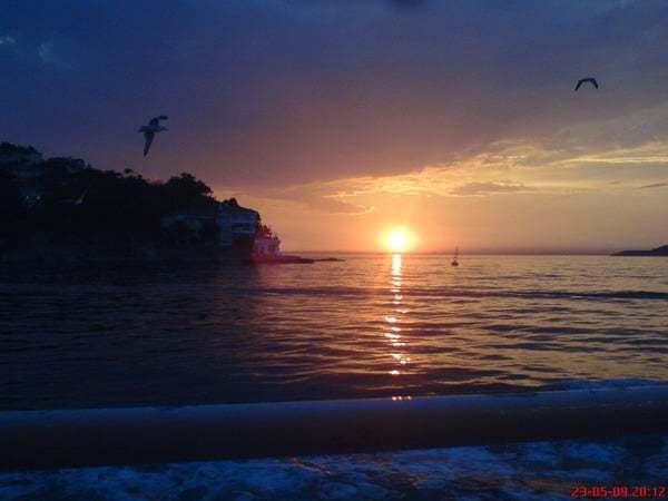 Adalardan günbatımı
