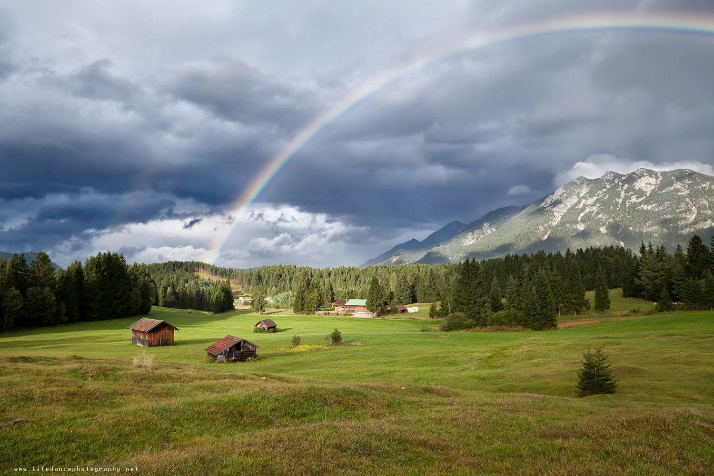 Avusturya Alpleri Gökkuşağı Manzarası..