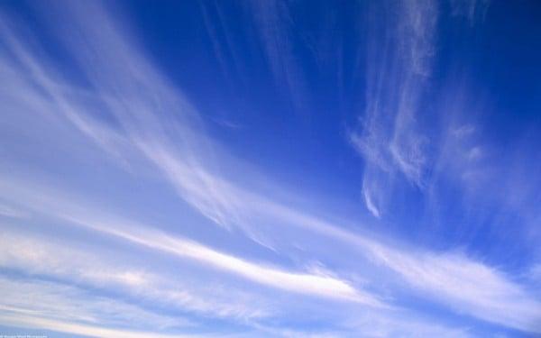 Beyaz mavi bulutlar
