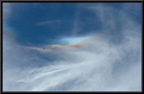 Bulut arasındaki gökkuşağı