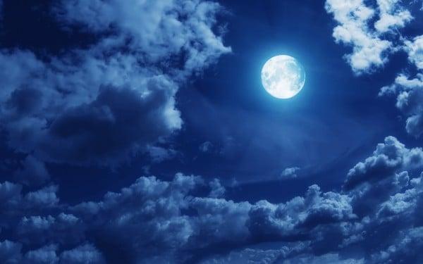 Bulutlu dolunay
