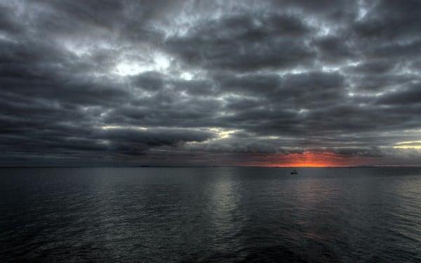 Bulutlu gün batımı