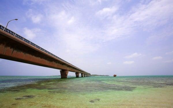 Deniz ve taş köprü