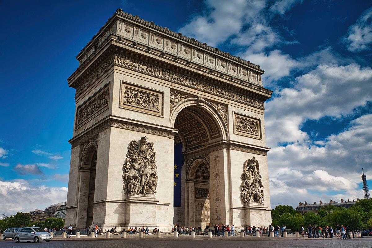 Farklı Açıdan Zafer Anıtı - Paris