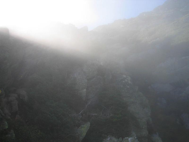 Güneş Işıkları Vuran Tepe