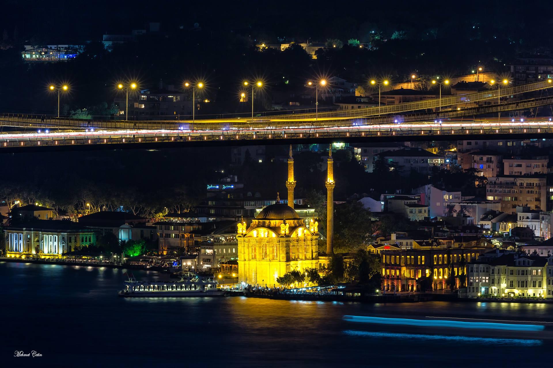 Gece ve Ortaköy manzarası