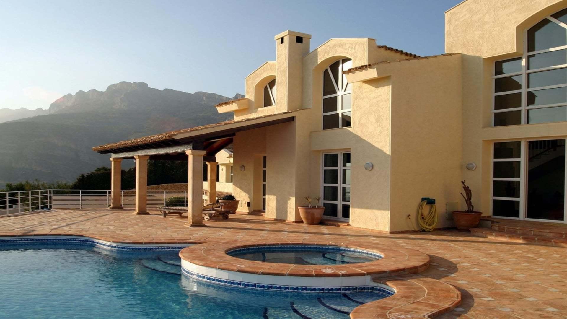 Havuzlu Sarı Villa