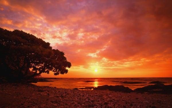 Kızıl Gün Batımı ve Bulutlar