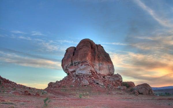 Kaya ve gün batımı