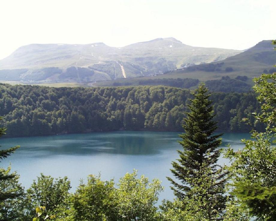 Lac Pavin krater gölü-Fransa