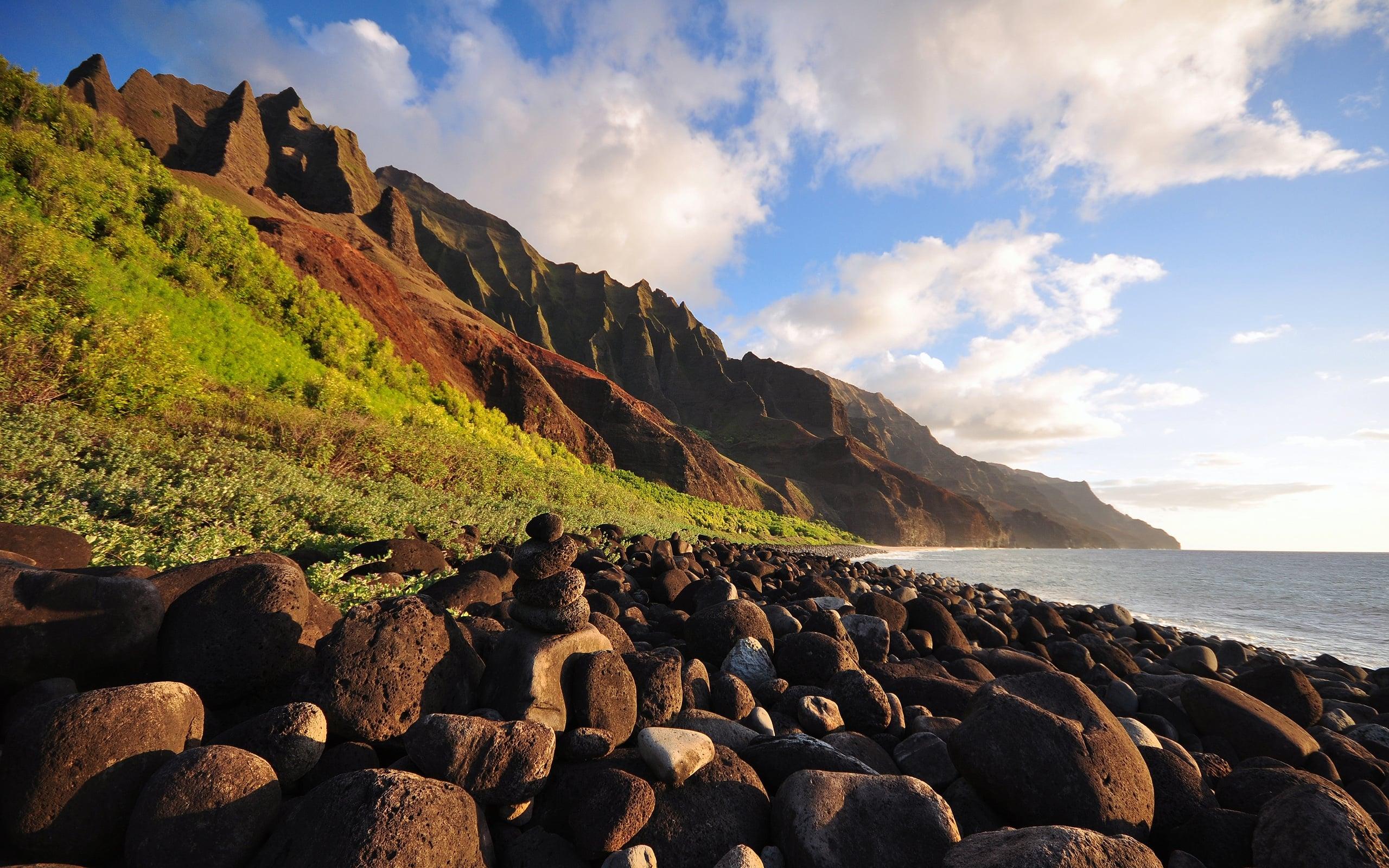 Deniz ve Kayalıklar Manzarası