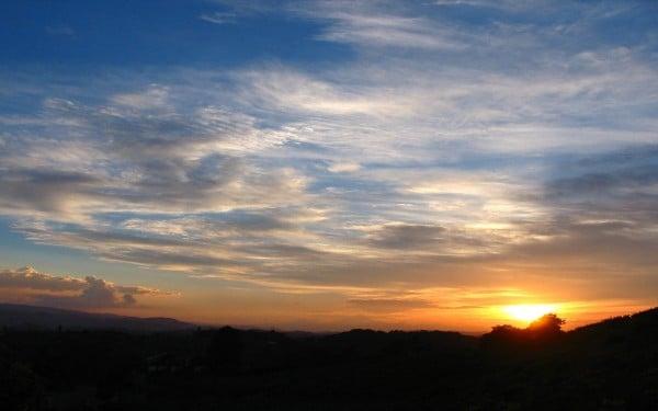 Mavi kızıl gün batımı