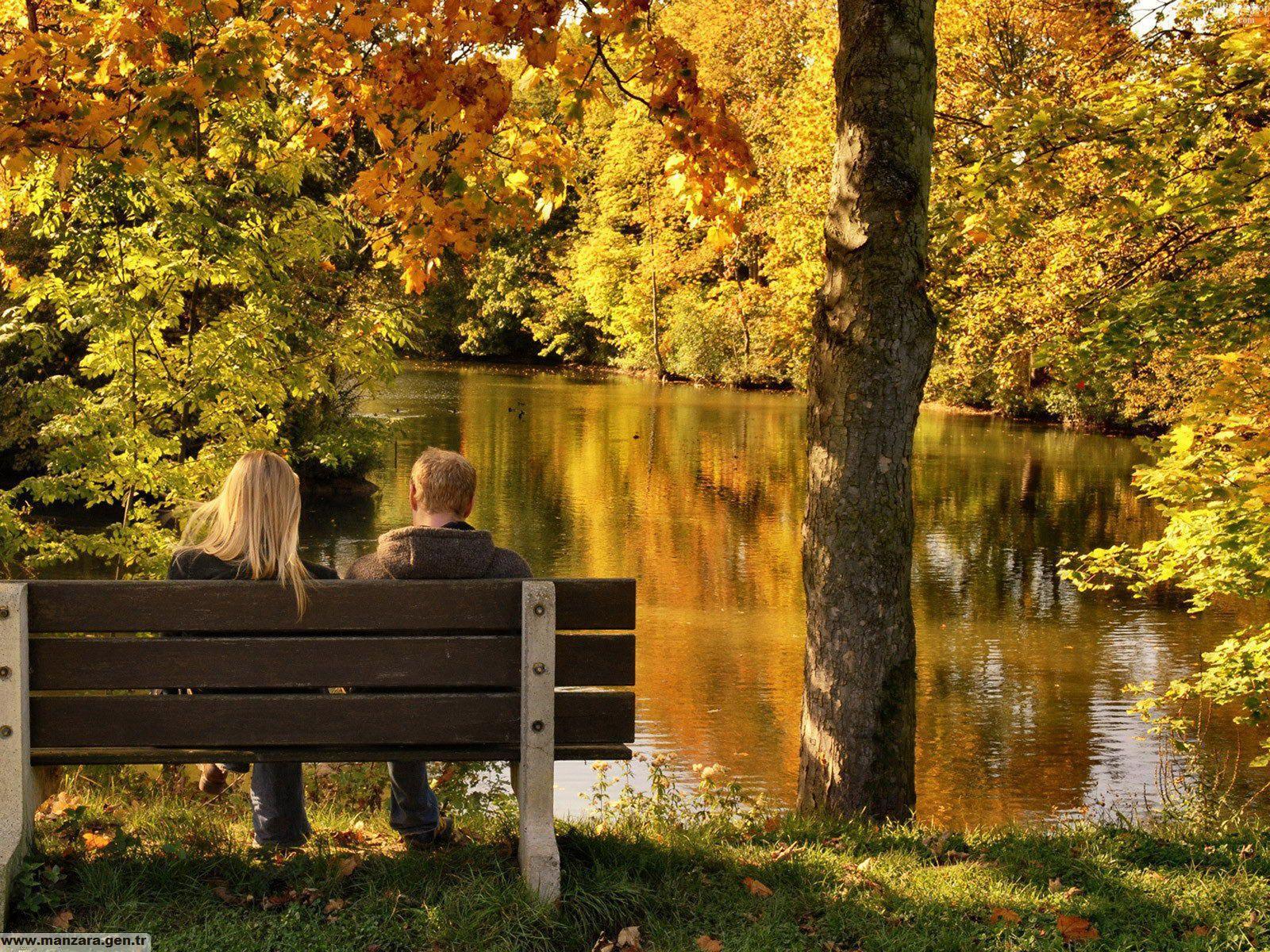 Sonbaharda Göl Manzarası