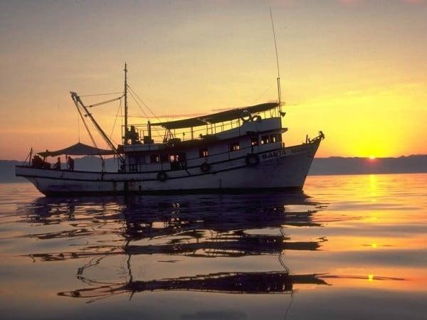 Tekne ve gün batımı