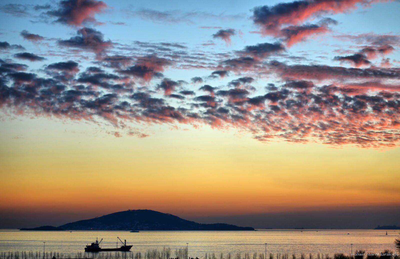 adalar'da gün batarken