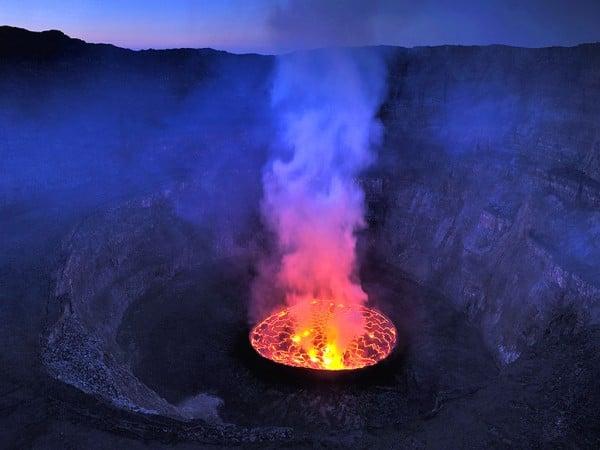 aktif yanardağ manzarası