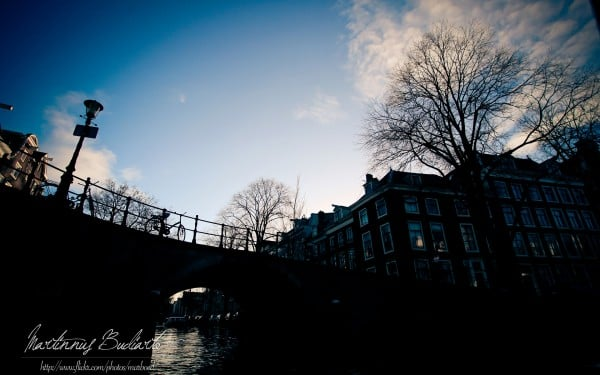 Amsterdam köprü silüeti