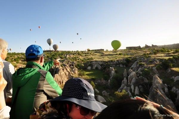 balonlar ve turistler