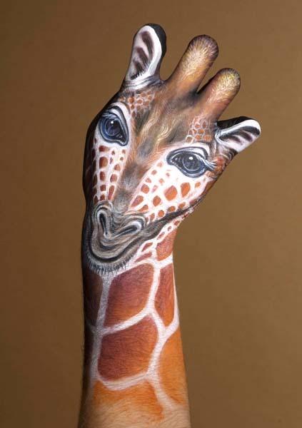 Boyanmış Eller / Zürafa