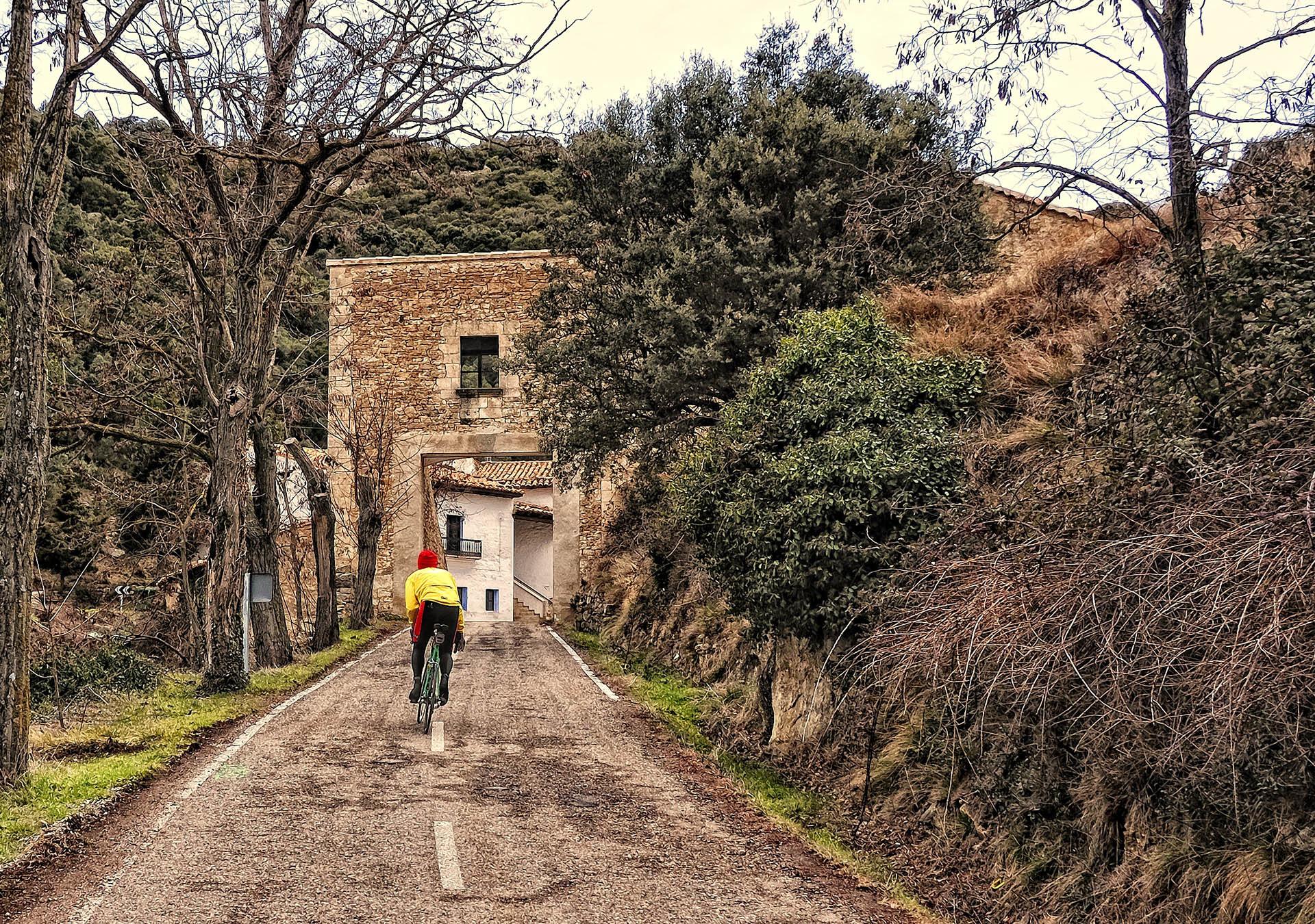 castellfort bisikletli adam