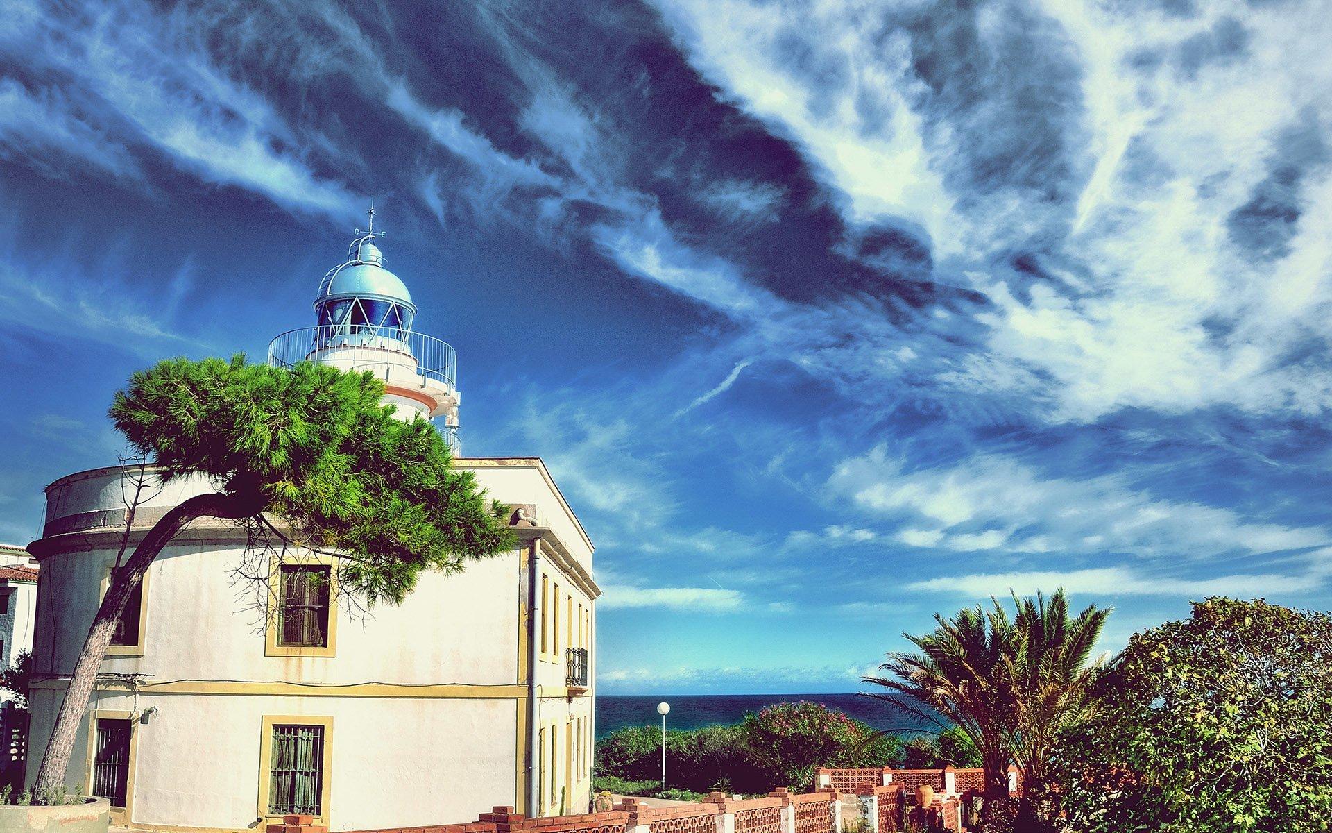 castellon deniz feneri ve bulutlar