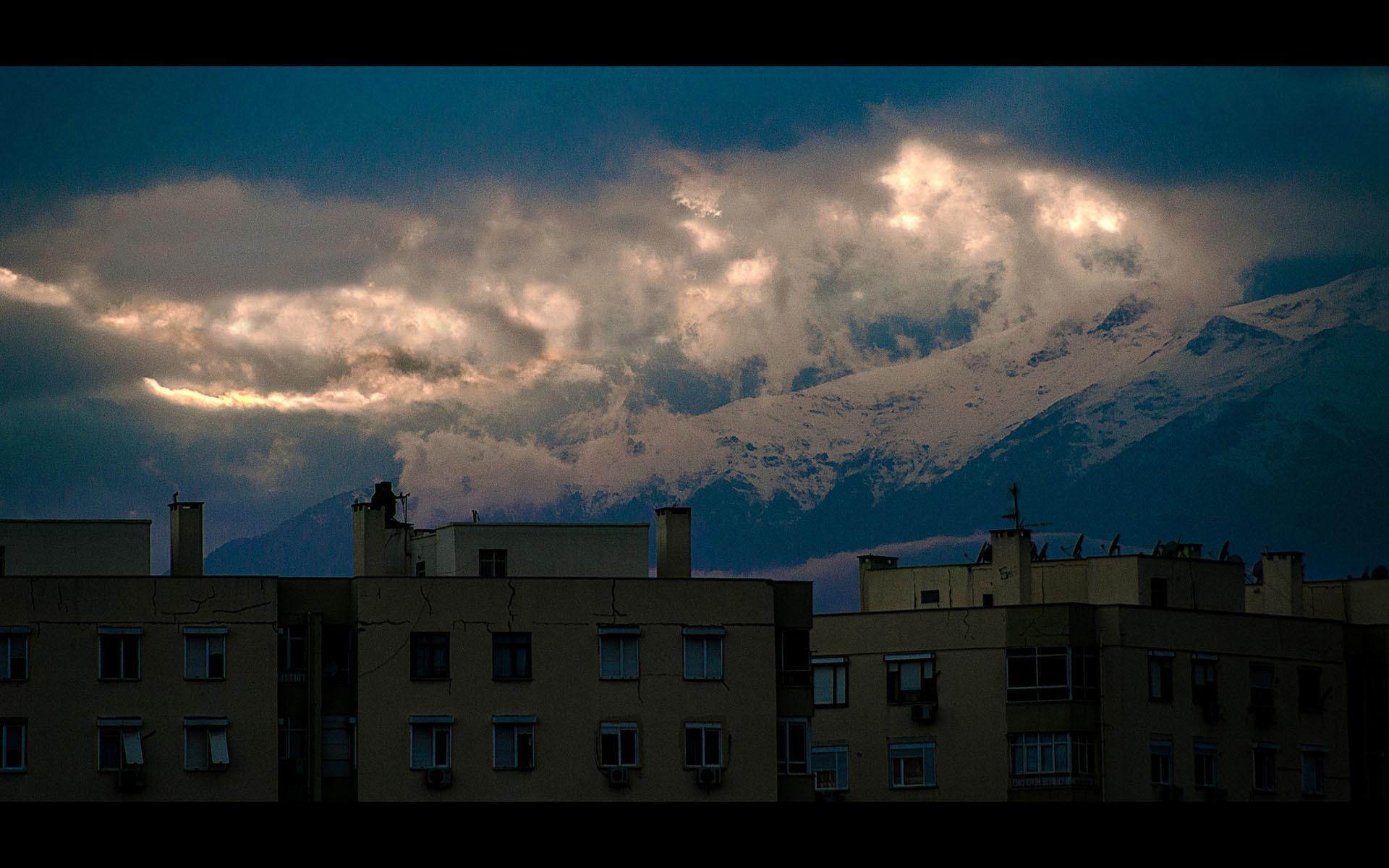 dağlar ve evler