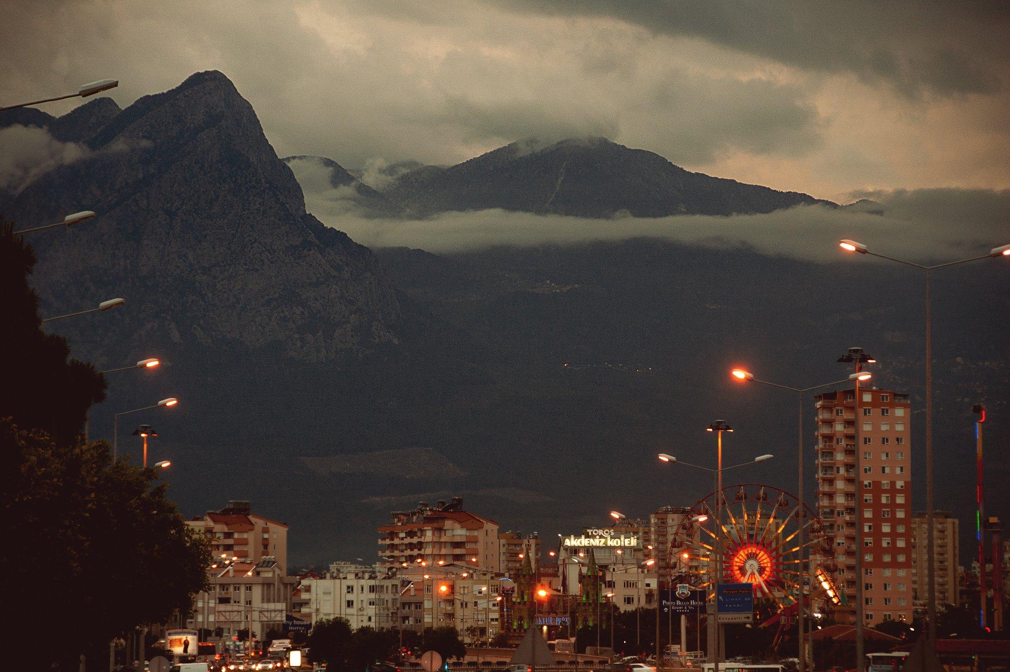 dağlar ve sis