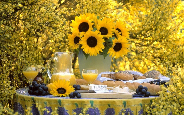 Masa ve Çiçekler