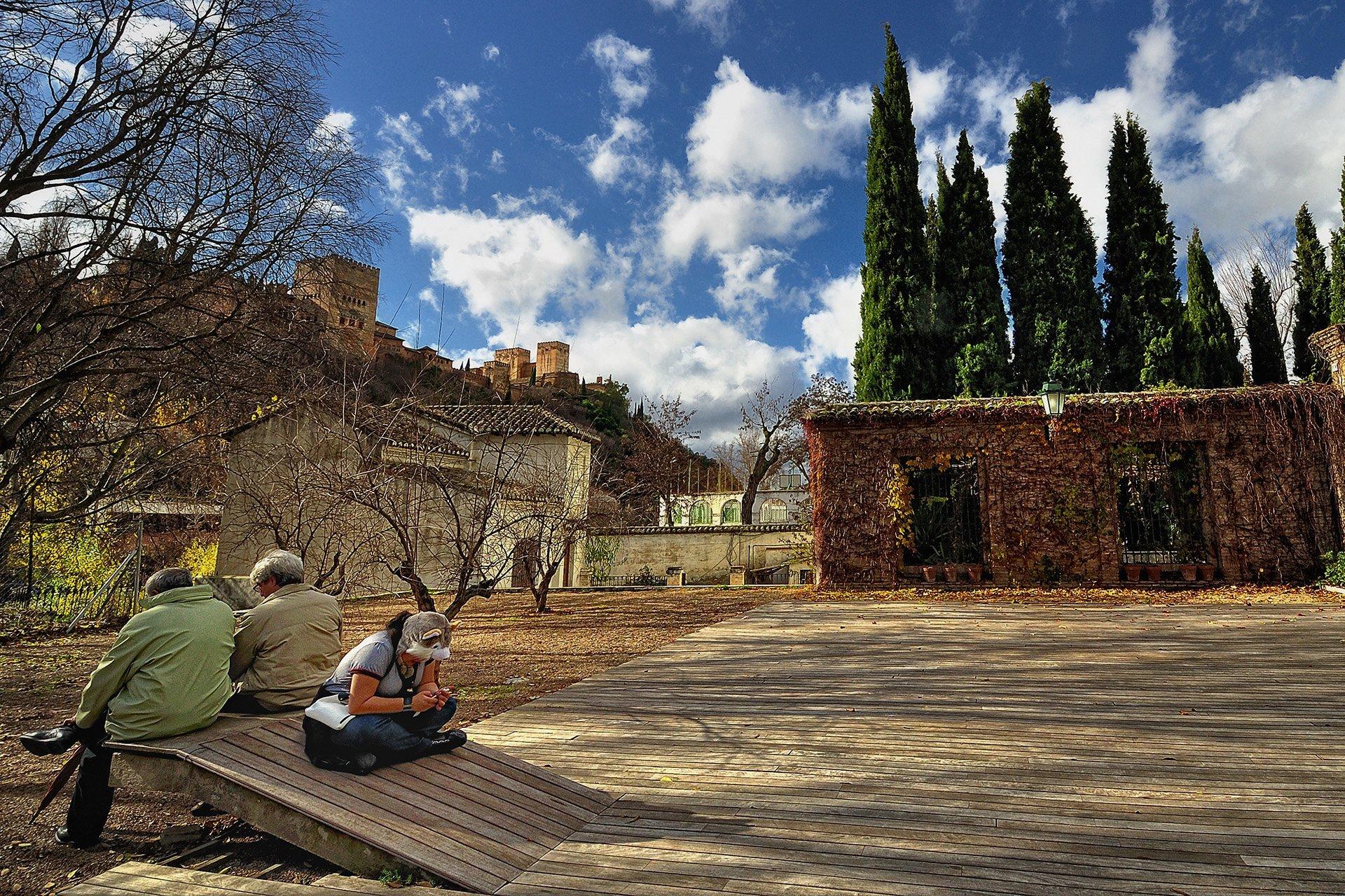 el hamra sarayı bahçesi