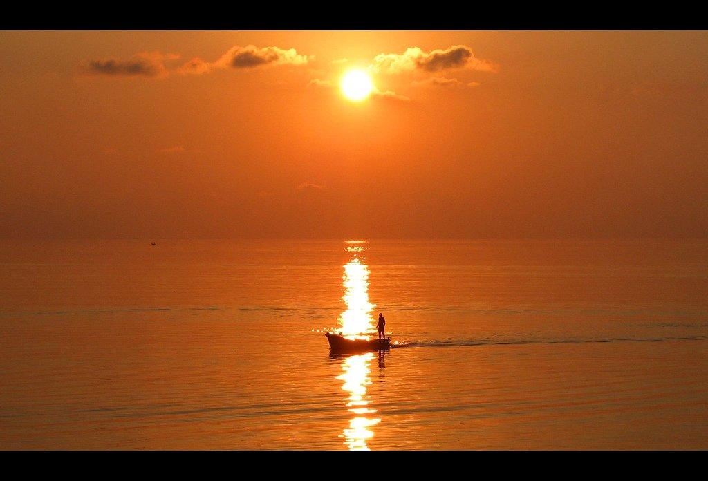 gün batımı ve balıkçı