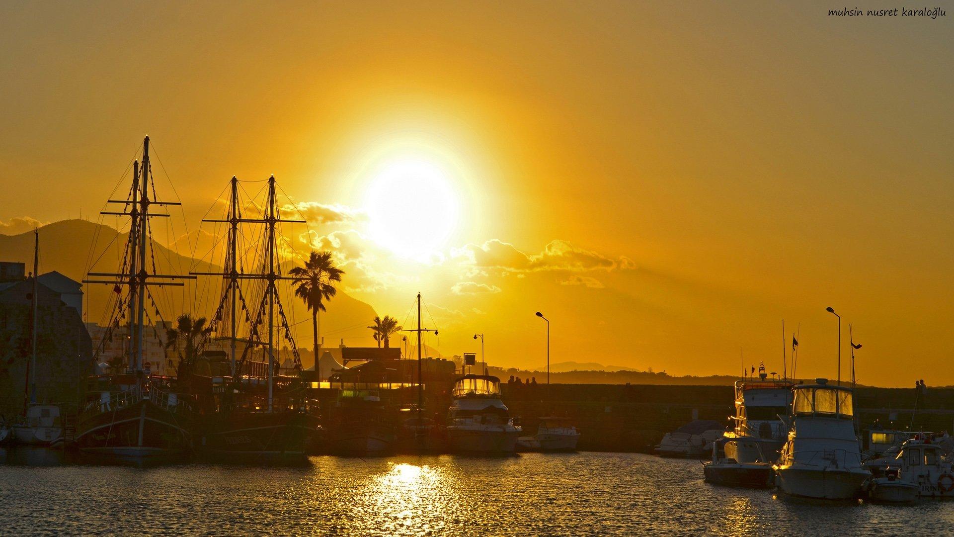 gün batımı ve yelkenliler