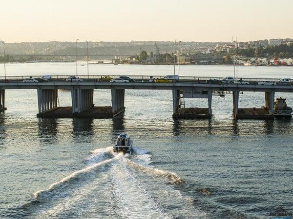 haliç köprü ve polis teknesi