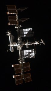 iPhone 5 Wallpaper International Space Station 9
