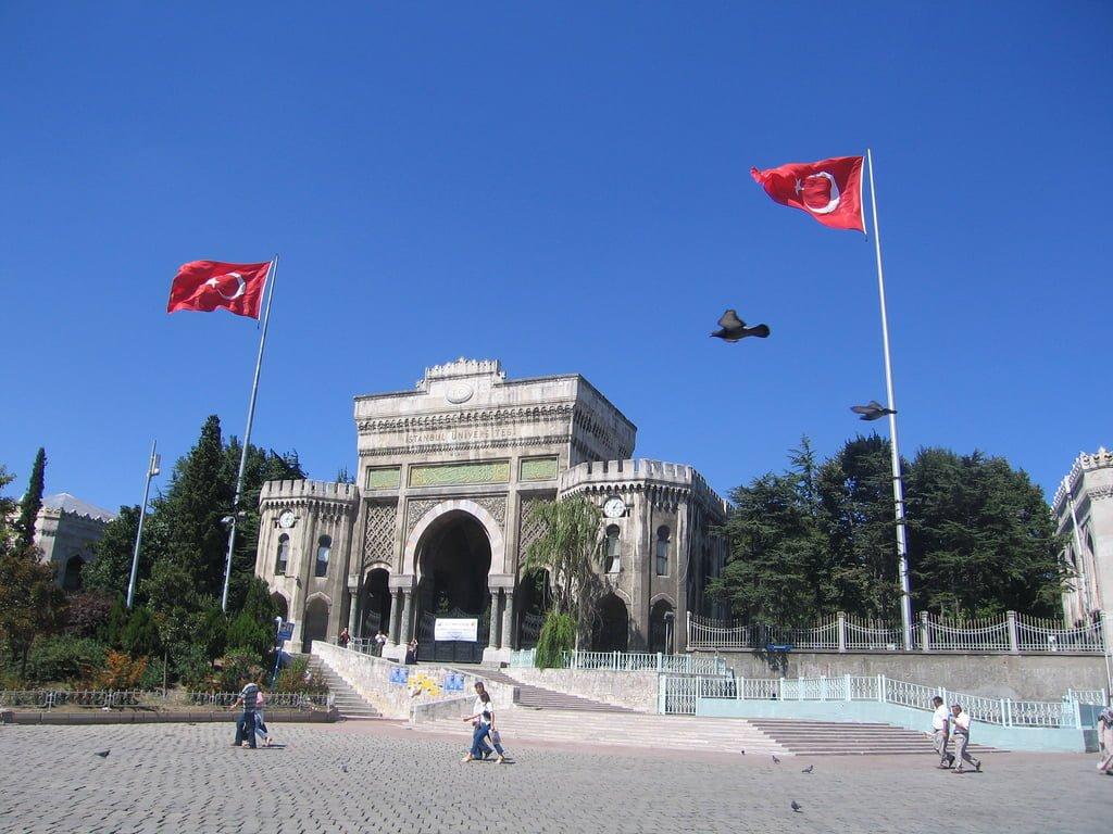 istanbul üniversitesi ana kapı