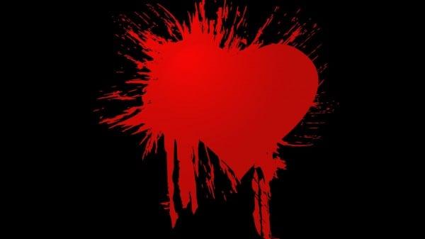 kırmızı boyalı kalp