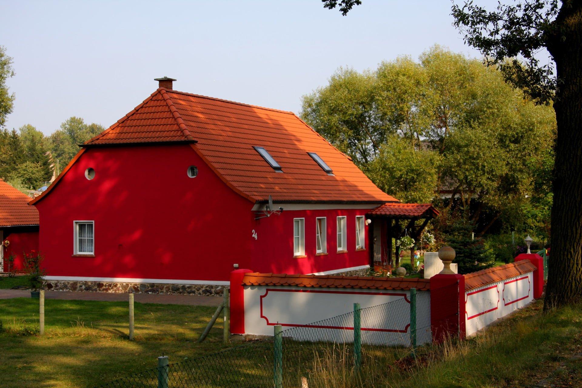 kırmızı ev