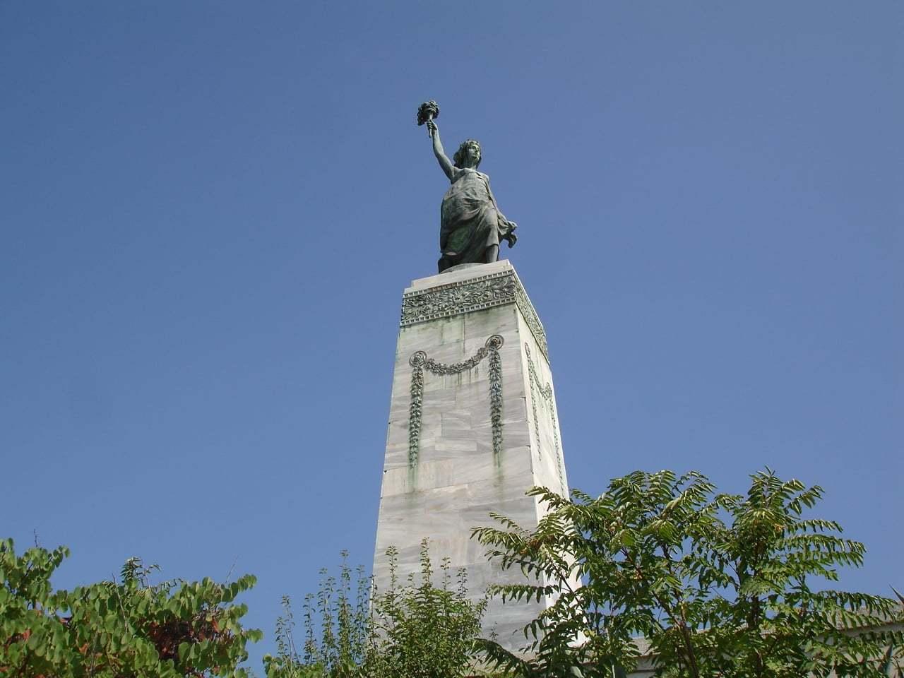 lesvos adası heykeli