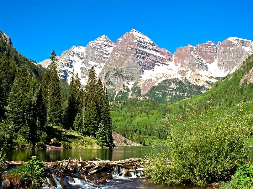 Dağlarda Erimiş Kar Manzarası