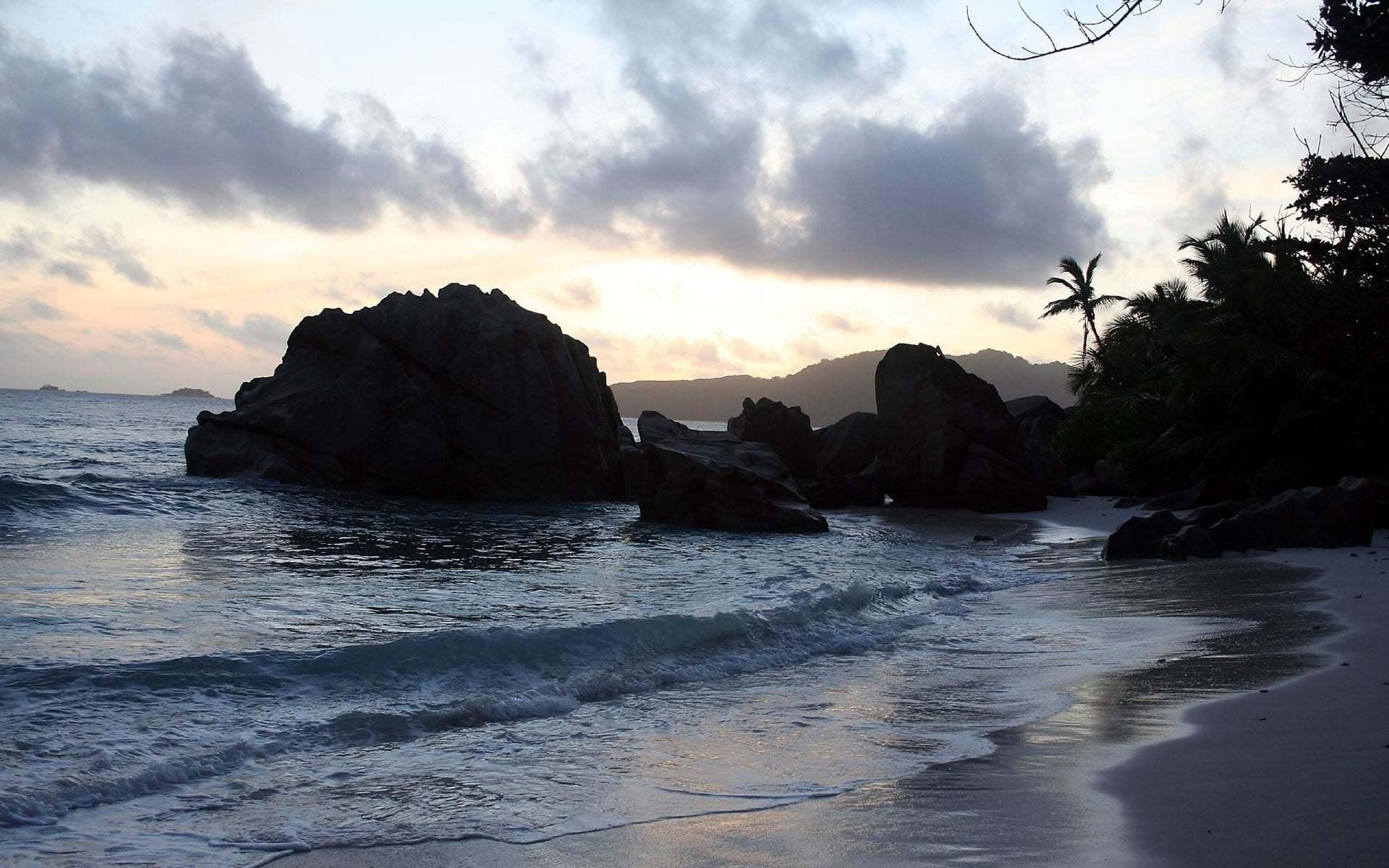 Kayalıklı Deniz Manzarası