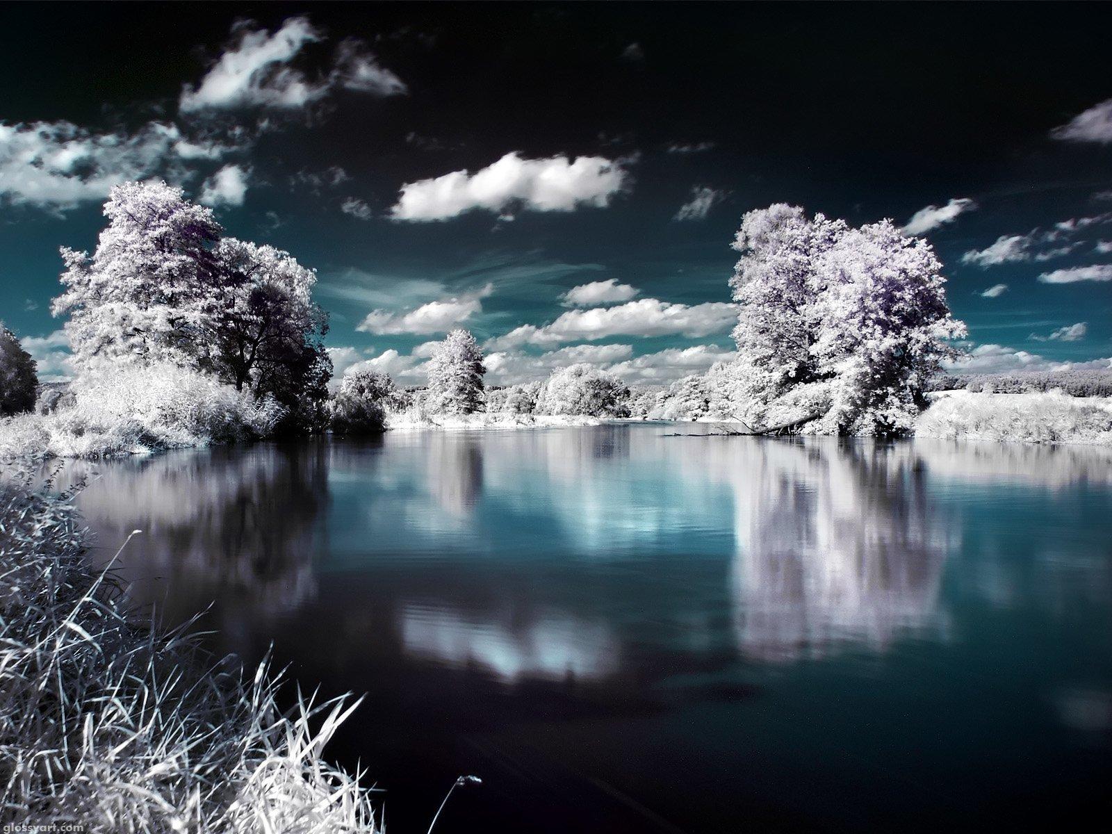 Koyu Mavi Göl