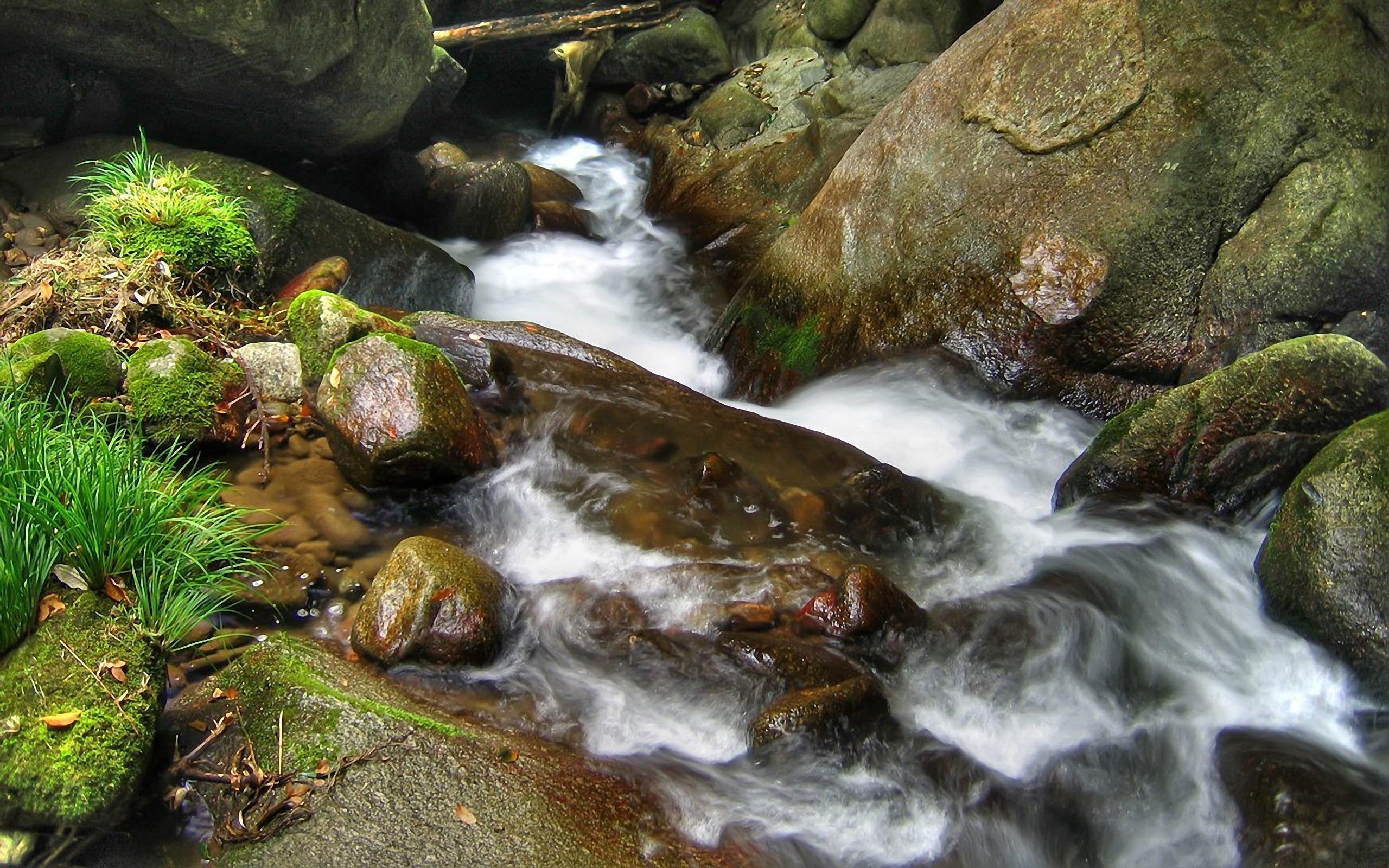 İki Dağ Arasındaki Su