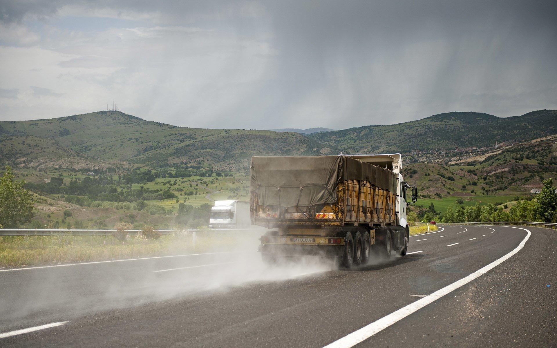 mardin plaka kamyon yollarda