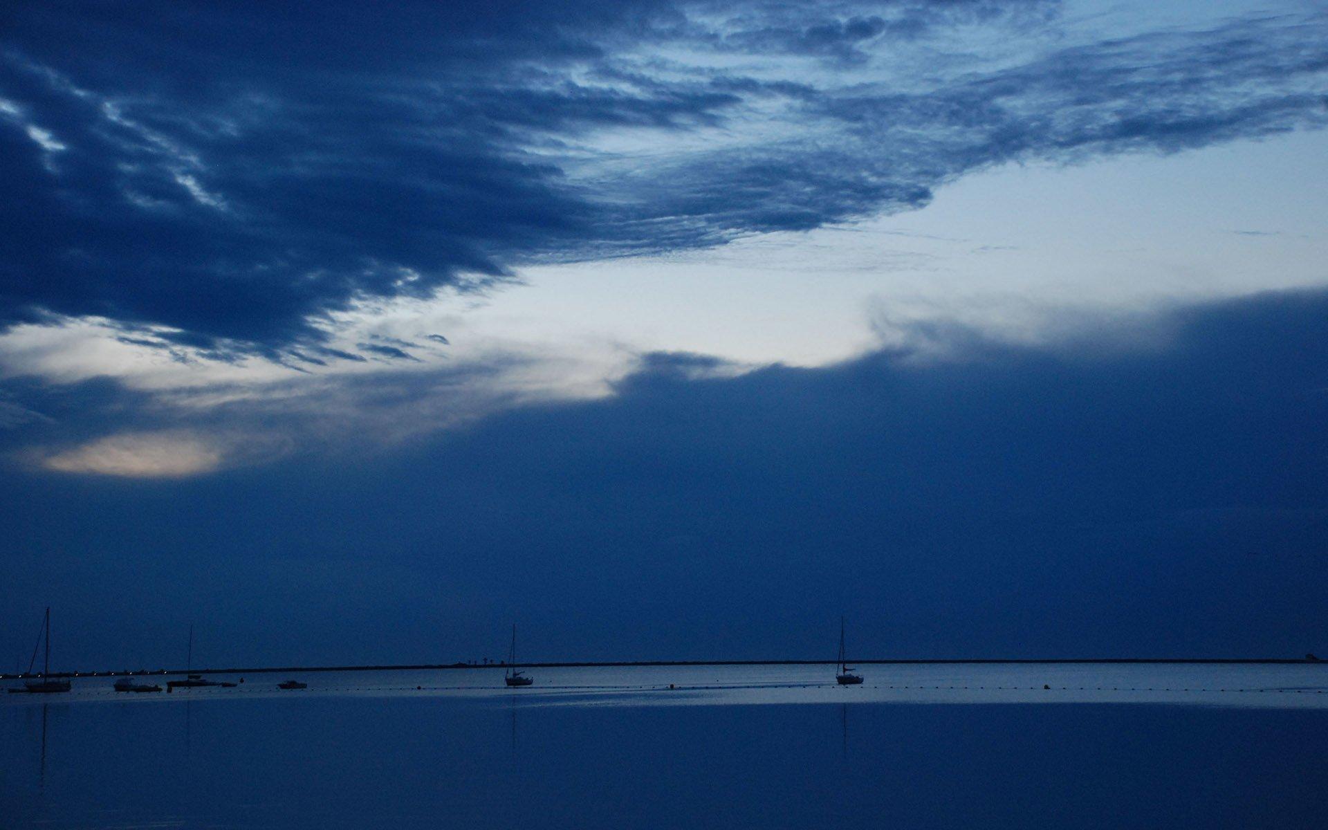 mavi beyaz bulutlar