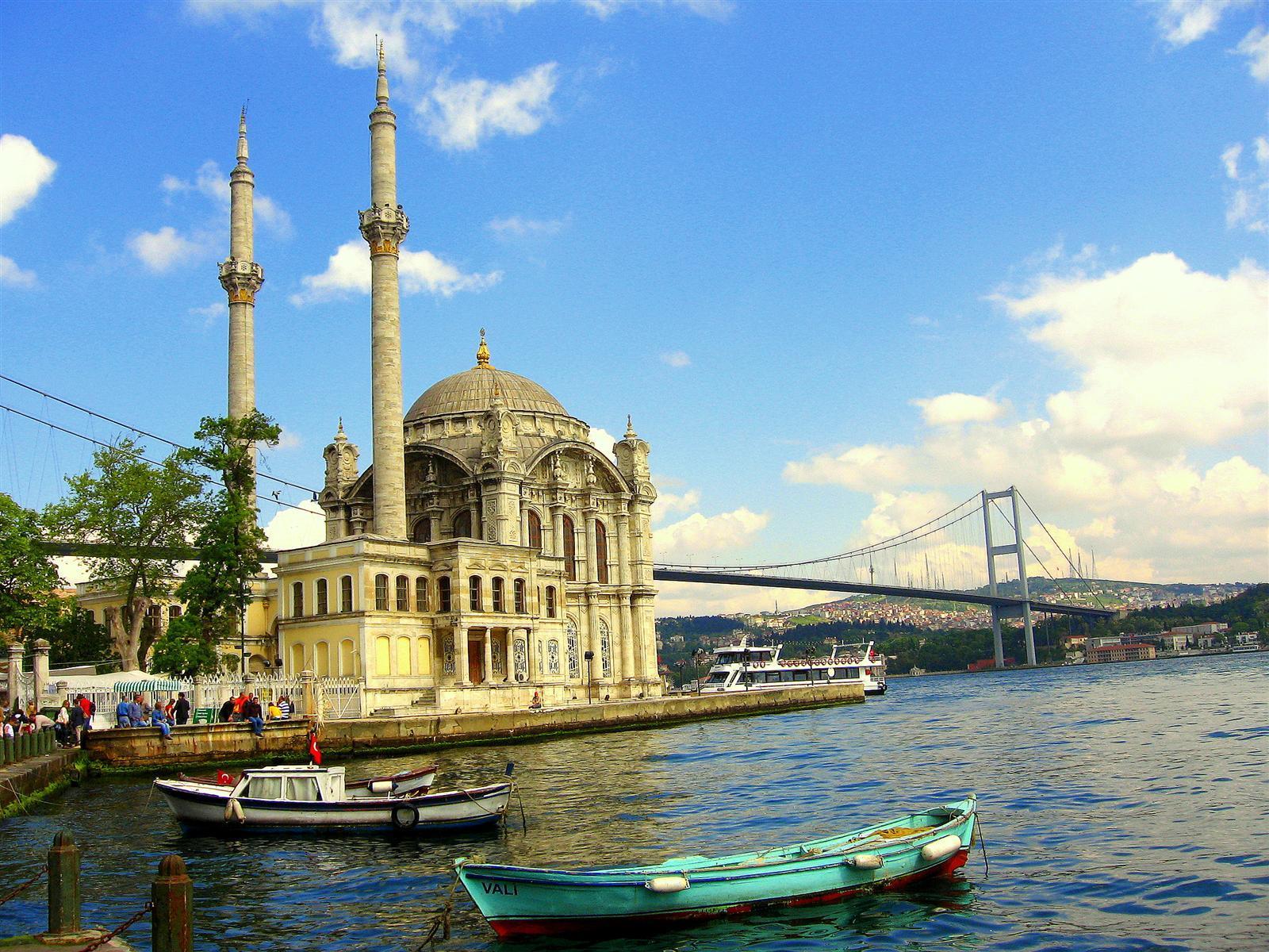 Ortaköy Camii ve Ortaköy Manzarası