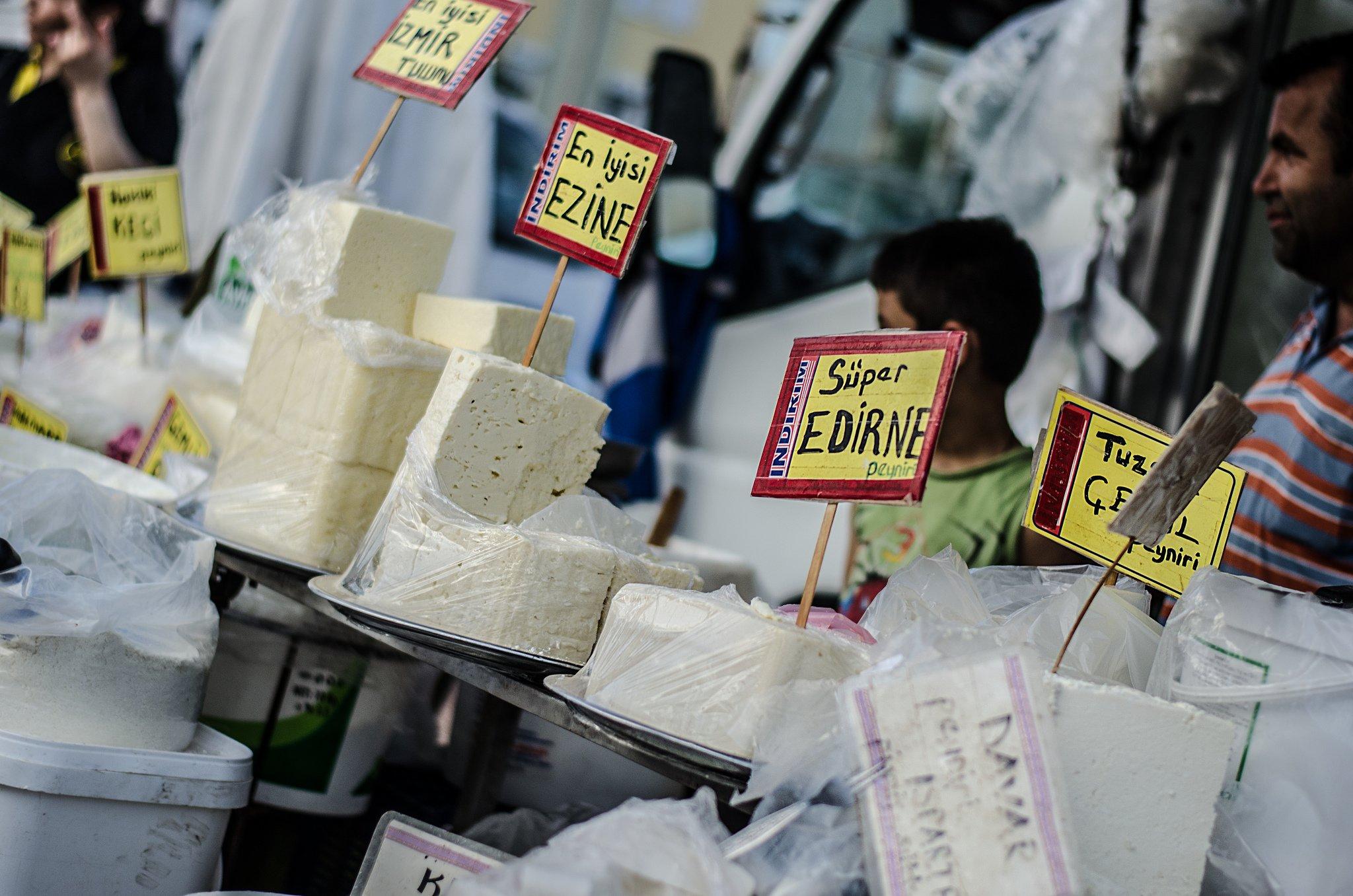 pazardaki peynirci