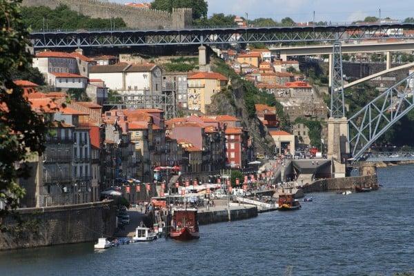 portekiz demir köprü ve evler