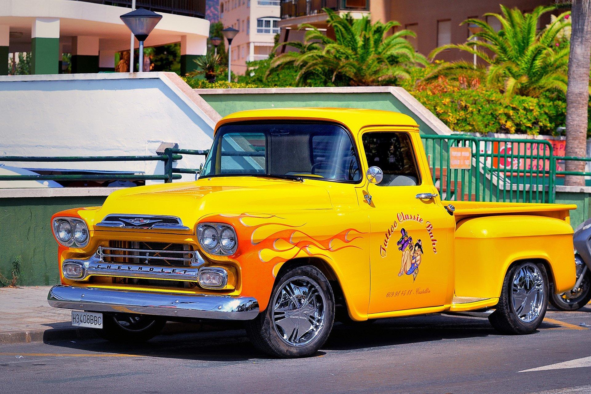 sarı kamyonet